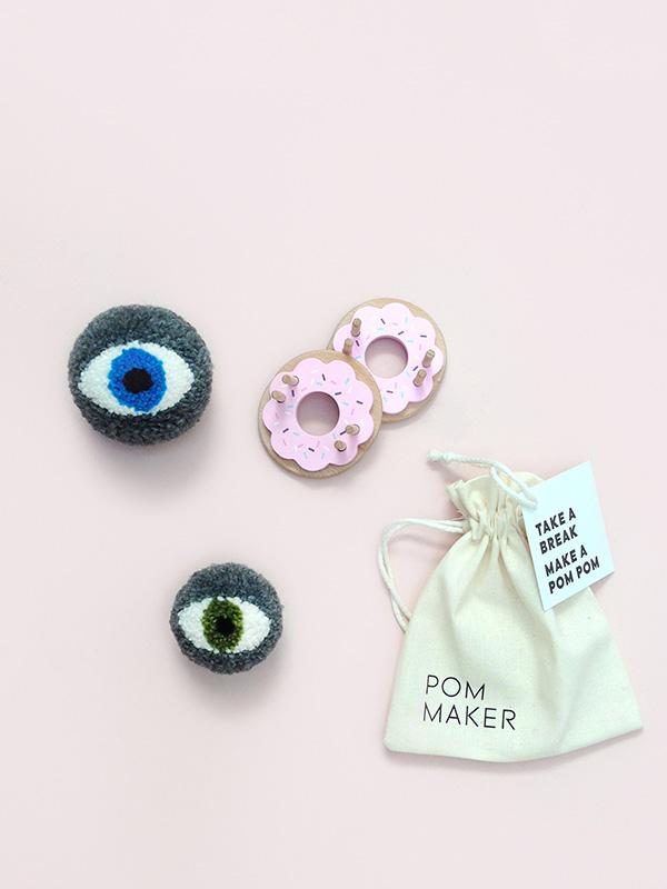 How to make an eye pom pom