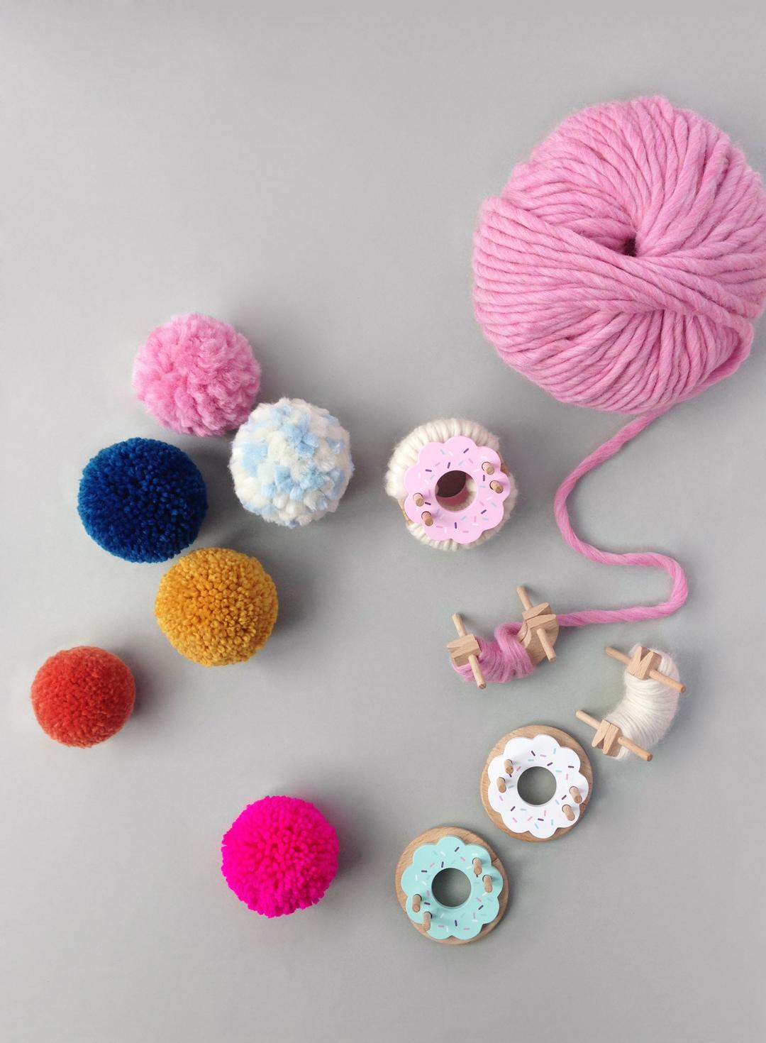 pompom-valentines-day-card-craft-for-kids-pom-maker-mrprintables-7